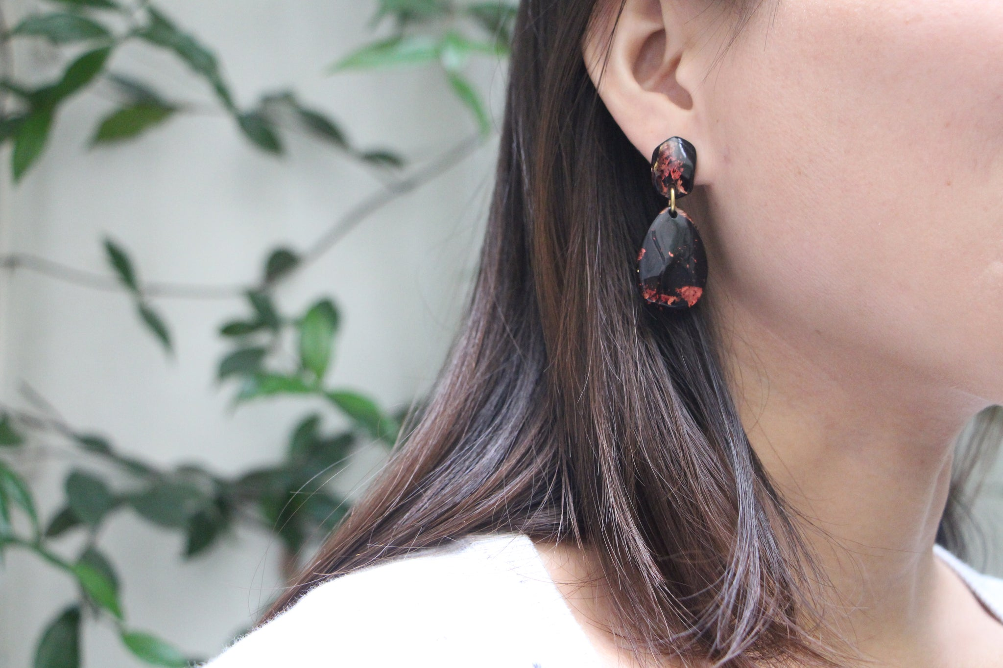 Mona's Dangling Earrings - Safari / les boucles pendantes de Mona
