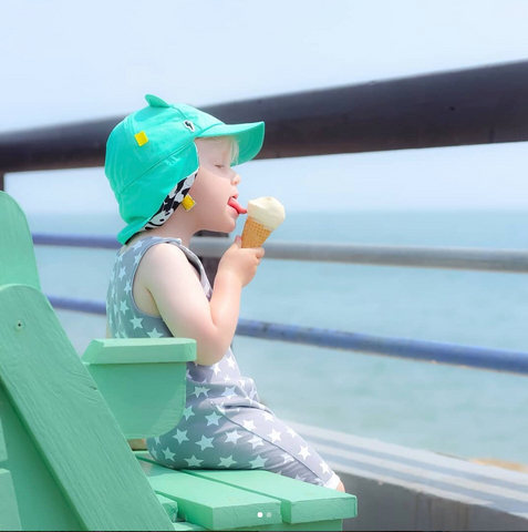 Little Hotdog Watson feature their turquoise kids sun hat in latest blog