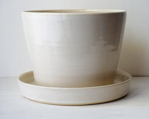 Planter in White with Attached Drip Plate