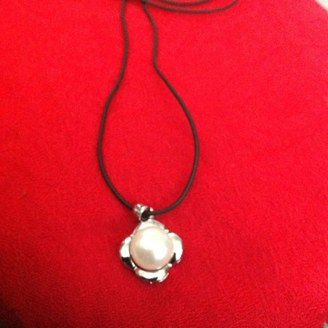 Image of Freshwater pearls silver leather cord necklace
