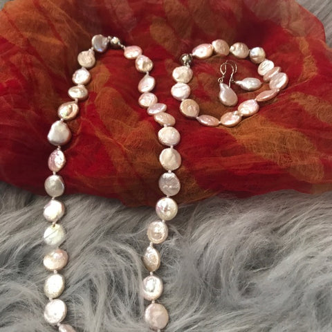 River Botton pearl earrings necklace bracelet set