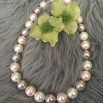 Load image into Gallery viewer, Mother of pearl round cream and pink necklace