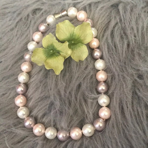 Mother of pearl round cream and pink necklace