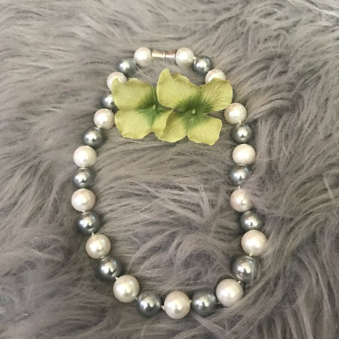 Image of Mother of pearl round cream and grey necklace