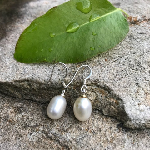 Tear drop pearl earrings