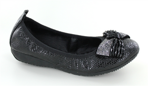 Black Ballet flat w/rubberized sole   Shoes size 7