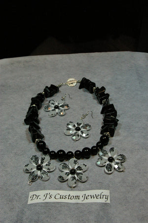 Natural Onyx and White Flower Necklace Set