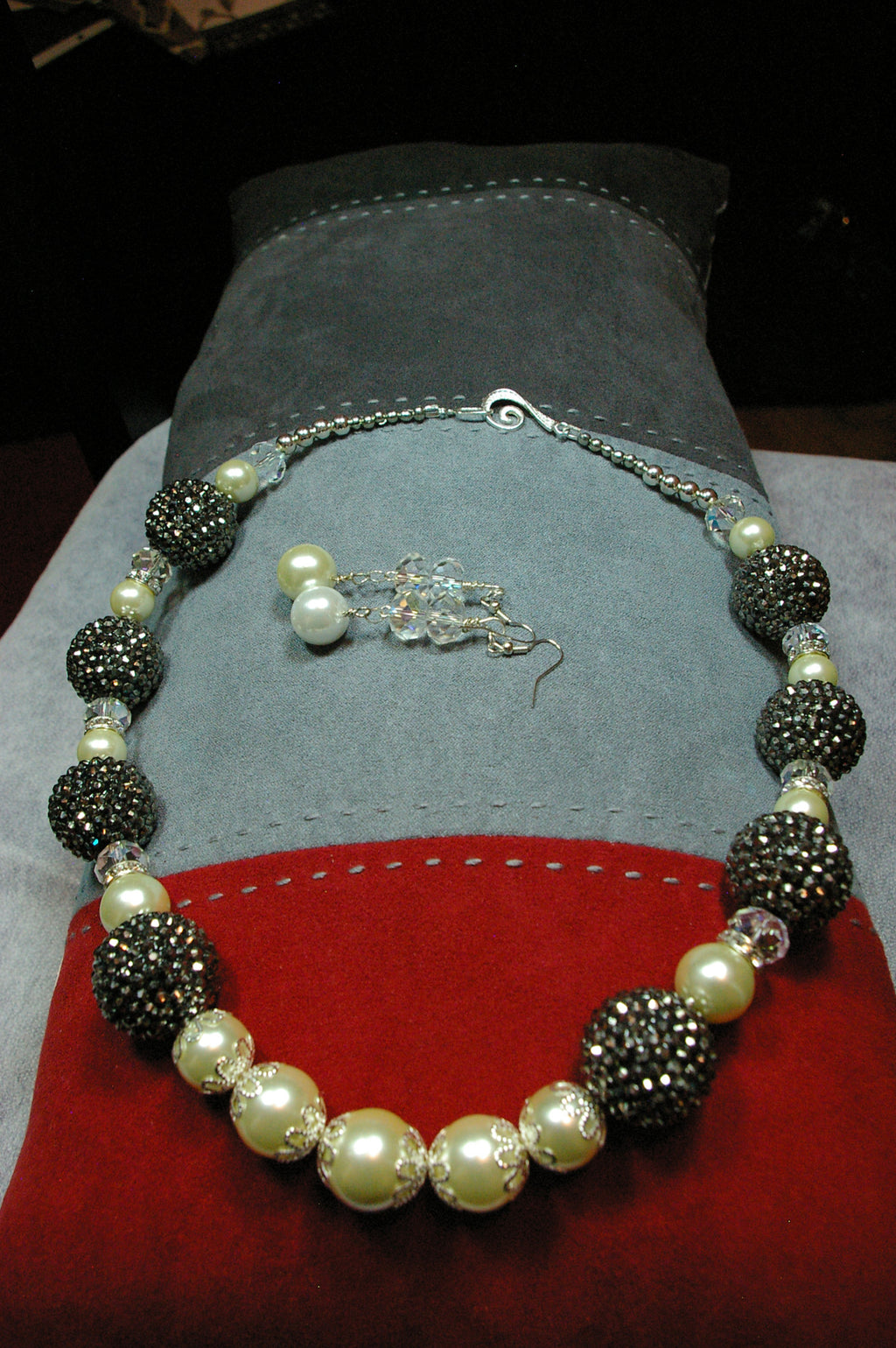 Black Rhinestone and Pearl Necklace Se