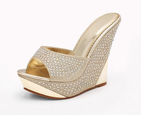 "Gold wedge iwht 3.5"" heel and 1"" platform"