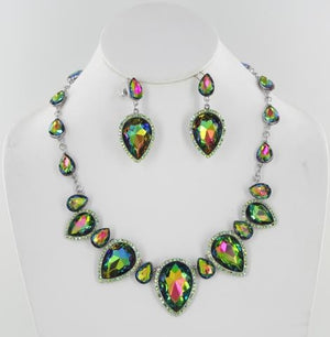 Crystal Stone Necklace Set.