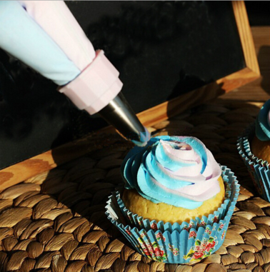 Dual Pastry Decorating Bag with Set of Nozzles
