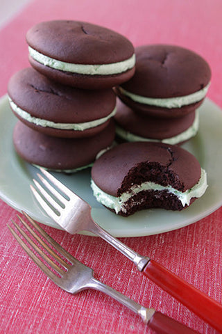 Chocolate Mint Whoopie Pie