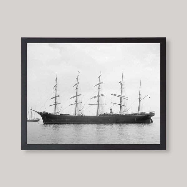 black and white ship image