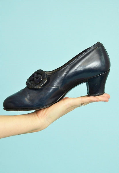 Lovely 70's retro minimalist Scandi real leather pumps shoes