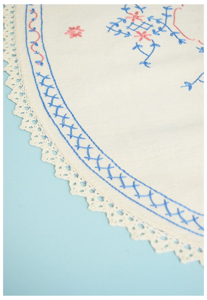 Vintage 50's hand embroidered linen tablecloth placemat