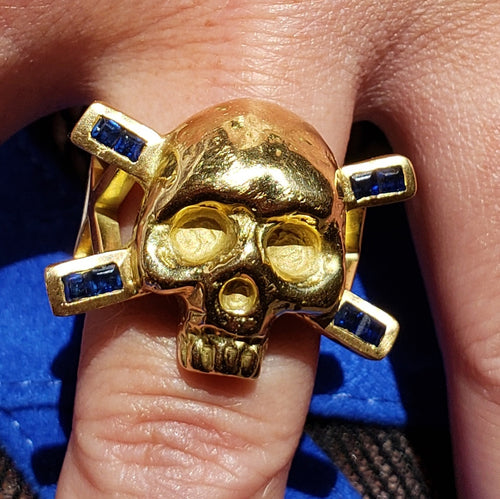 GOLD SIGNATURE SKULL RING