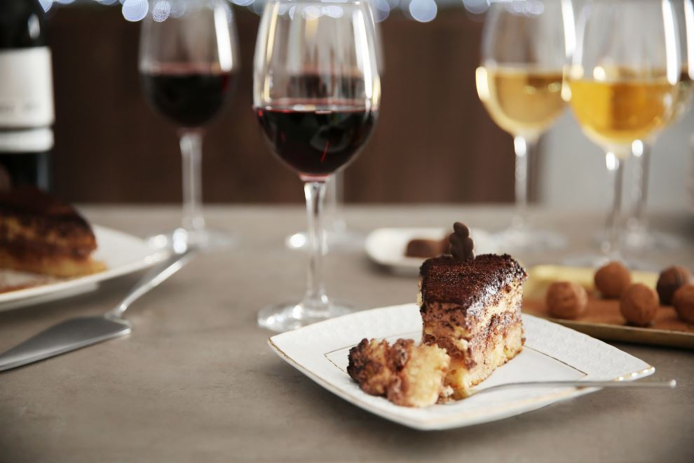 THE ULTIMATE GUIDE TO WINE AND DESSERT PAIRING