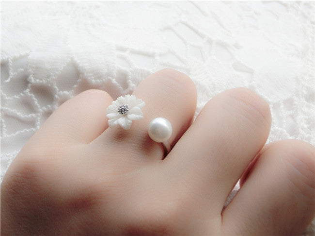 YAN & LEI Sterling Silver Sea Shell Flower with 6 MM Fresh Water Cultured Round Pearl Adjustable Rings