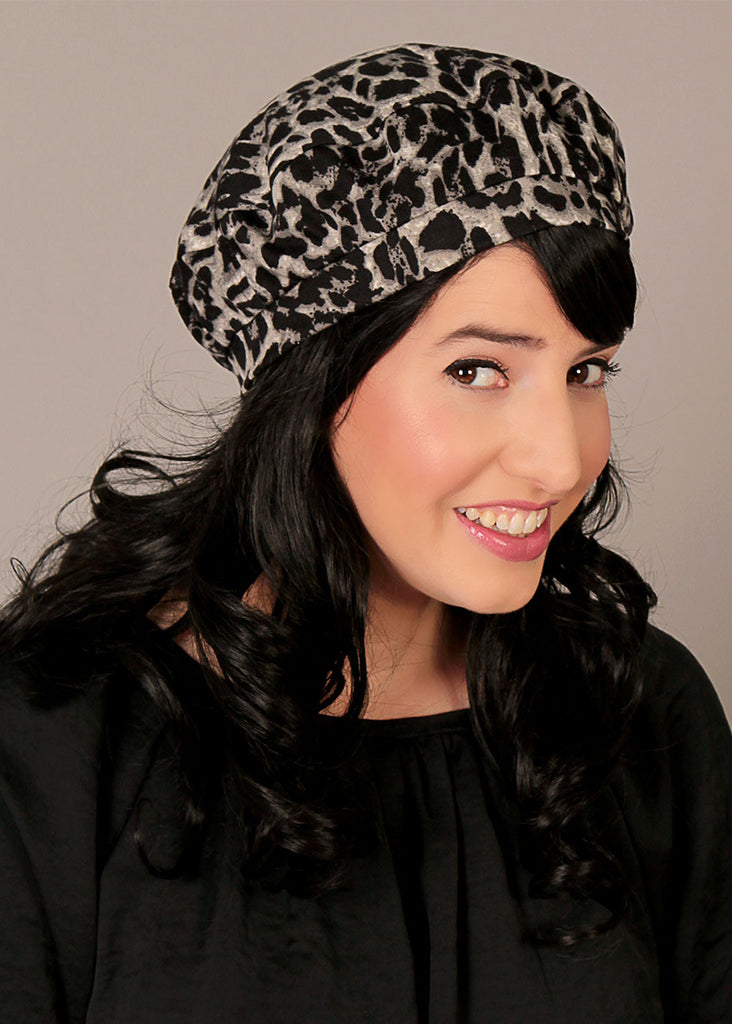 Gray Beret hat with leopards print