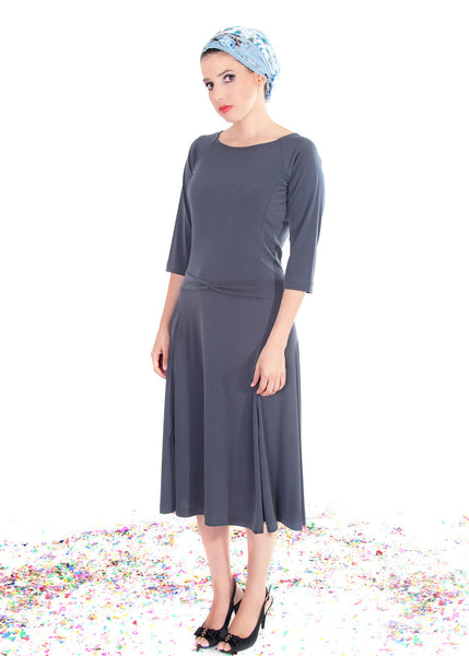 Grey midi dress, with three quarters sleeves