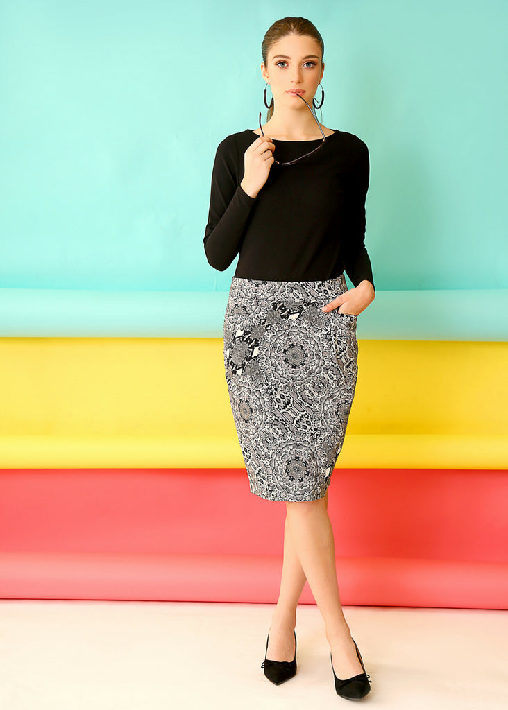 Pencil skirt with pockets, and print