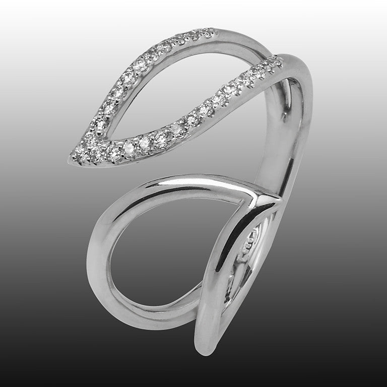 Leaf ring white gold with a line full of diamonds