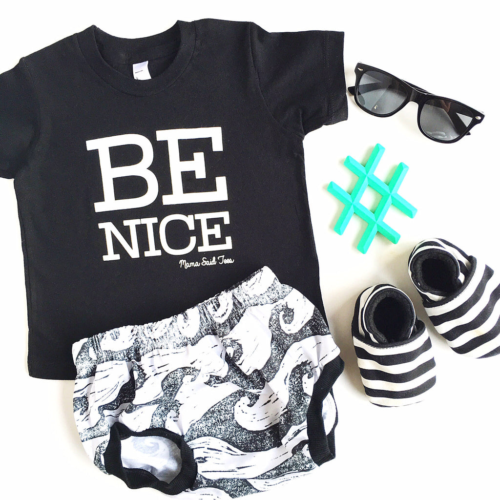 BE NICE KIDS GRAPHIC TEE BY EVERYKIND