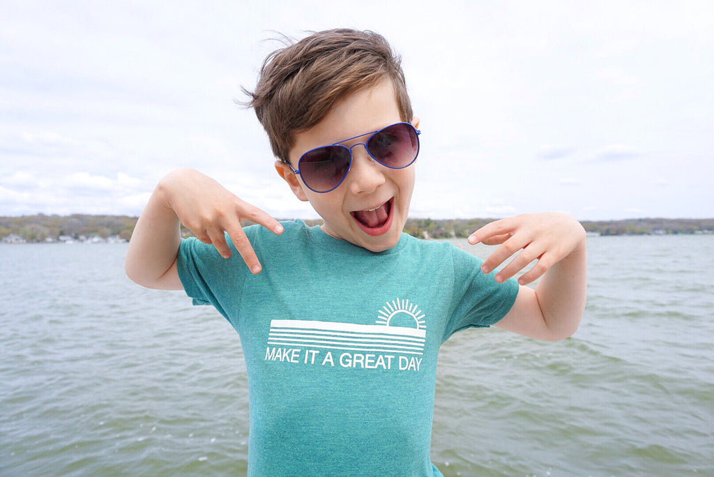 MAKE IT A GREAT DAY KIDS GRAPHIC T-SHIRT