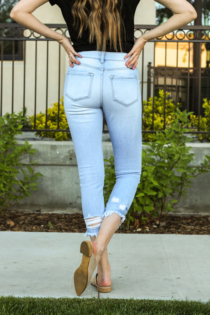 "KanCan Jeans  Collection: Summer 2020 Color: Light Wash Cut: Ankle Skinny, 26.5"" Inseam  Rise: High Rise, 9.5"" Front Rise 95% COTTON 4% Polyester 1%SPANDEX Stitching: Classic Fly: Zipper Style #: KC9218L Contact us for any additional measurements or sizing"