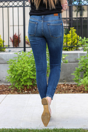 "Judy Blue Jeans  Collection: Spring 2020 Color: Dark Wash Cut: Skinny, 29"" Inseam Rise: Mid Rise, 8.5"" Front Rise Material: 66% COTTON / 21% POLYESTER / 11% RAYON / 2% SPANDEX Stitching: Classic Fly: Zipper Style #: JB82364 , 82364"