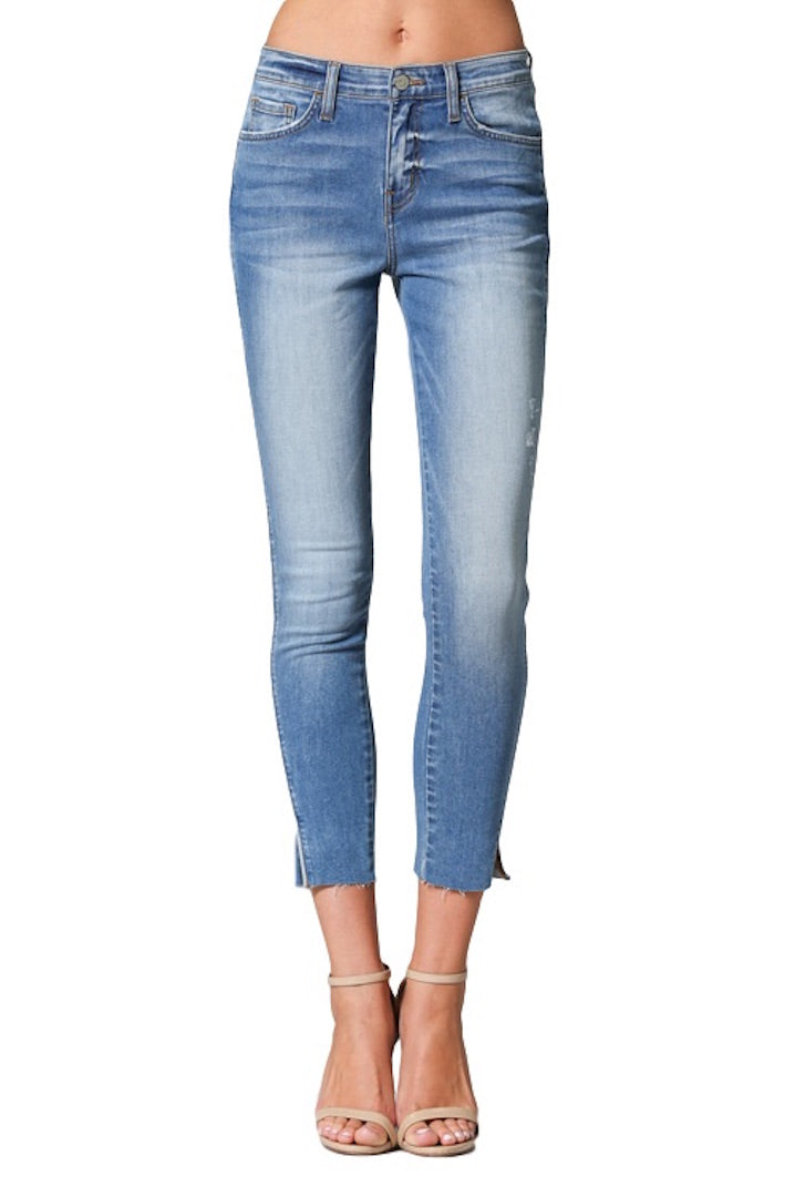 Flying Monkey Jeans  Collection: January 2019  Style Name: High Dive  Color: Light Wash  Cut: Skinny  Rise: High Rise  Material: 76%COTTON, 22% TENCEL, 2% LYCRA  Machine Wash Separately In Cold Water  Stitching: Classic  Fly: Zipper   Style #: Y2744  Sizes Compared To Womens Size 24/00 25/0 26/2 27/4 28/6 29/8 30/10   Sizes Compared To Juniors Size 24/0 25/1 26/3 27/5 28/7 29/9 30/11  Contact us for any additional measurements or sizing.