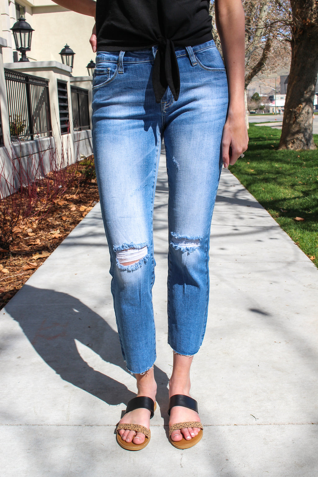 "Special A Jeans  Straight crops are all the rage right now and these are the perfect fit. Pair with your favorite flats and blouse for a dressed up casual look. Collection: Spring 2020 Color: Medium Wash Material: 98% COTTON, 2% SPANDEX Cut: Crop Straight, 27"" Inseam Rise: Mid Rise, 8.5"" Front Rise Style #: IP2781-SA Contact us for any additional measurements or sizing.   Mckenna is 5'10"" and 122 pounds. She wears a size small top, a 3 in jeans and a size 8.5 in shoes. She is wearing a 3 in these jeans."