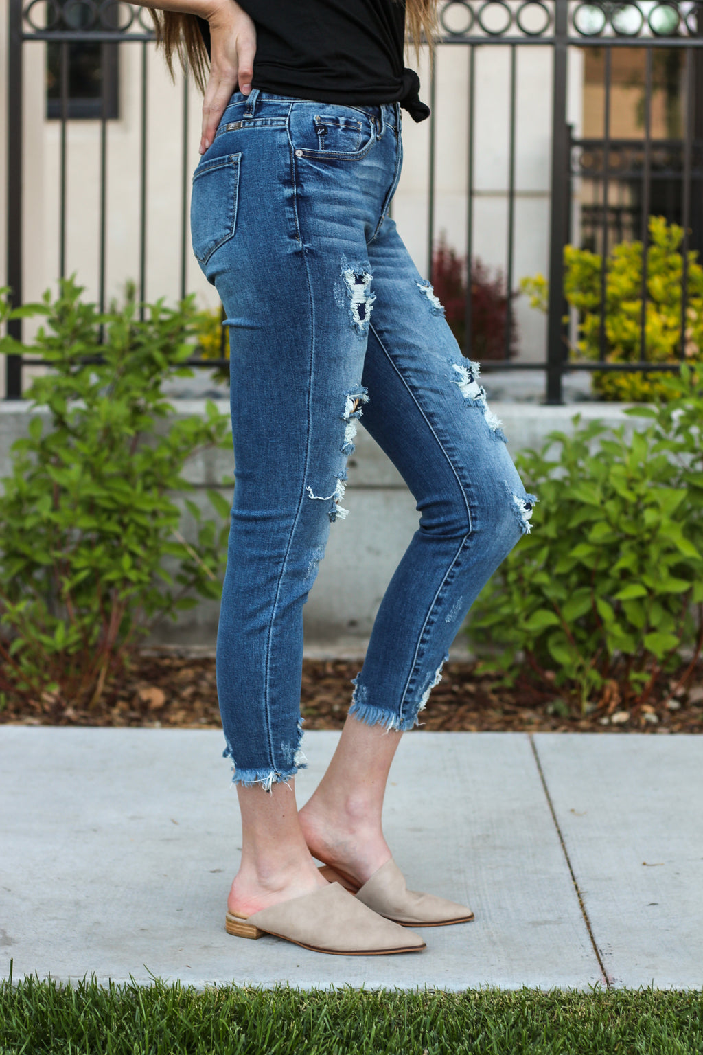 "KanCan Jeans  Collection: Core Style Color: Dark Wash Cut: Ankle Skinny, 27"" Inseam  Rise: High Rise, 9.5"" Front Rise 97% COTTON 3% SPANDEX Stitching: Classic Fly: Zipper Style #: KC6273D Contact us for any additional measurements or sizing   Mckenna is 5'10"" and 122 pounds. She wears a size small top, a 3 in jeans and a size 8.5 in shoes. She is wearing a 25/3 in these jeans."