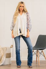 Blu Pepper  Collection: Winter 2021 Color: White, Navy Blue Sleeves Neckline: Tie Neck  Love Elastic Sleeves 100% Cotton Body, 100% Polyester Sleeves Style #: B0ST1118 Contact us for any additional measurements or sizing.  Haley wears a size small top, a 25 in jeans and a small in tops. She is wearing a size small in this top.