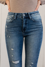 "Flying Monkey Jeans Collection: Spring 2021 Name: Luxe Cut: Skinny Fit, 29"" Straight Rise: High Rise, 9"" Front Rise 92% COTTON ,6% POLYESTER, 2% SPANDEX Machine Wash Separately In Cold Water Stitching: Classic Fly: Zipper Style #: Y3524 Contact us for any additional measurements or sizing.  Chloe is 5'8"" and 130 pounds. She wears a size 3 in jeans, a small top and 8.5 in shoes. She is wearing a 26 in these jeans."