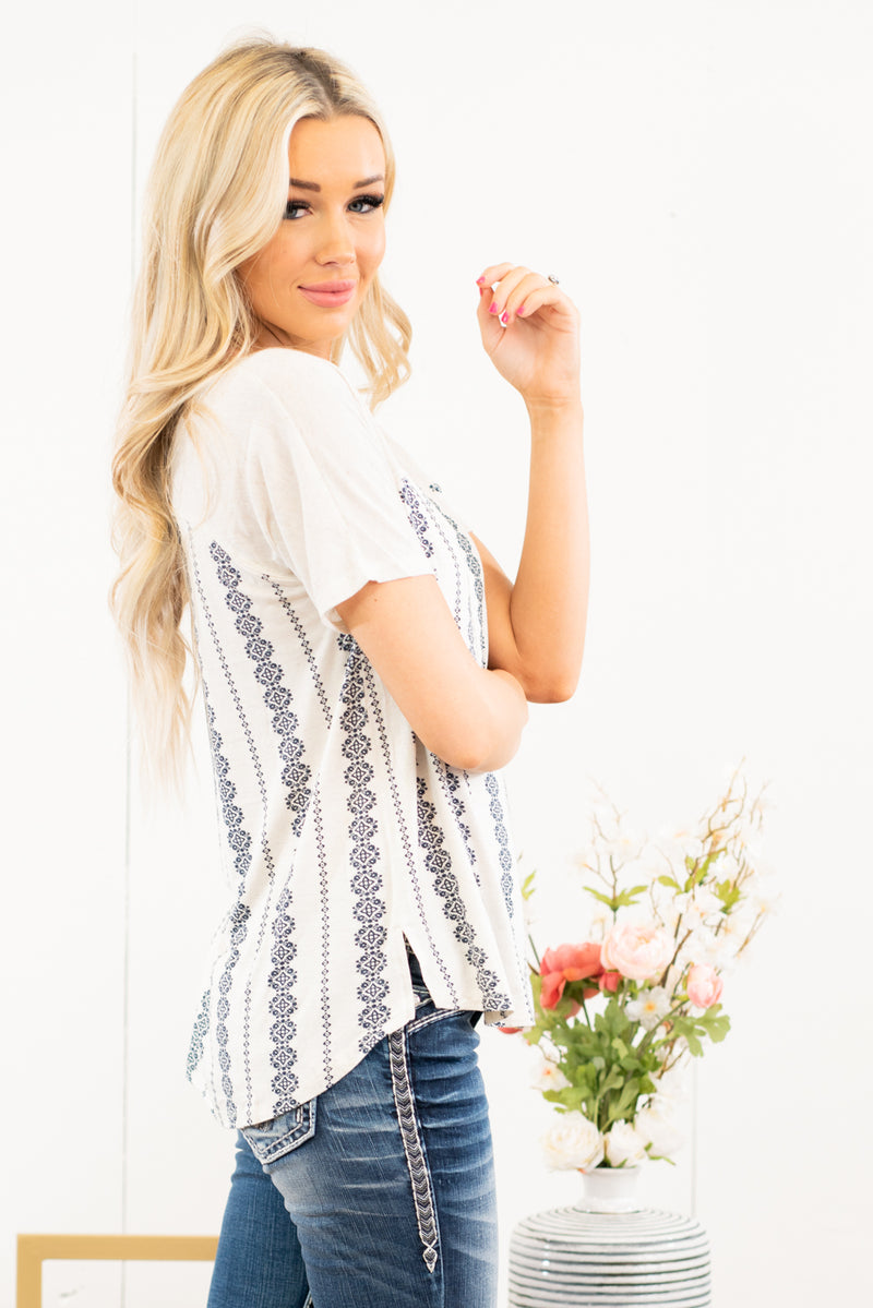 "Hem & Thread   Feel fun in this pretty boho printed tee. Pair with your favorite denim & flats.  Collection: Spring 2021 Color: Oatmeal Neckline: Round Sleeve: Short Sleeves with Embroidered Edges  83% RAYON 12% Linen  5% SPANDEX Style #: 7905W Contact us for any additional measurements or sizing.  Chloe is 5'8"" and 130 pounds. She wears a size 3 in jeans, a small top, and 8.5 in shoes. She is wearing a size small in this top."