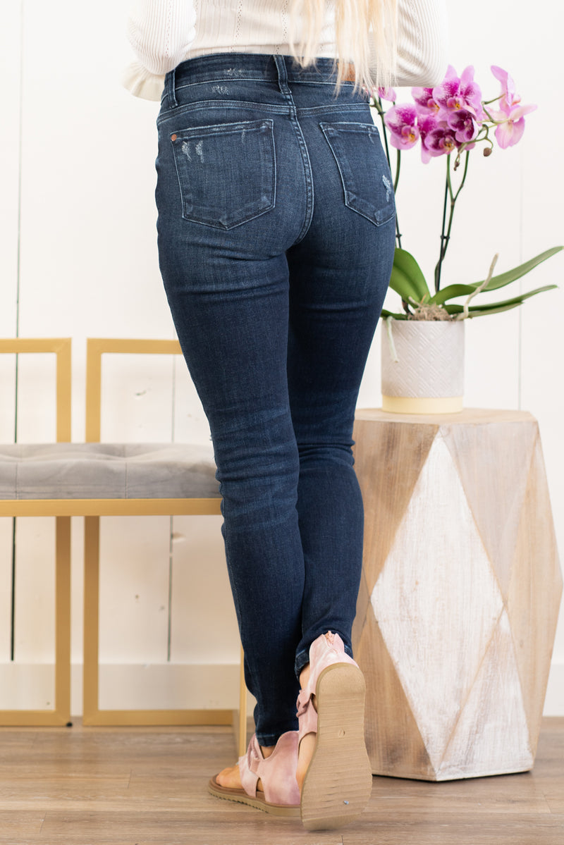 "Judy Blue Collection: Spring 2021  Color: Dark Wash Cut: Skinny, 29"" Inseam  Rise: Mid-Rise. 9"" Front Rise Material: 93% Cotton 6% Polyester 3% Spandex Machine Wash Separately In Cold Water Stitching: Classic  Fly: Zipper Style #: JB82214 , 82214 Contact us for any additional measurements or sizing.  Haley wears a size small top, a 1 in jeans, and a small in tops. She is wearing a size 25/1 in these jeans."