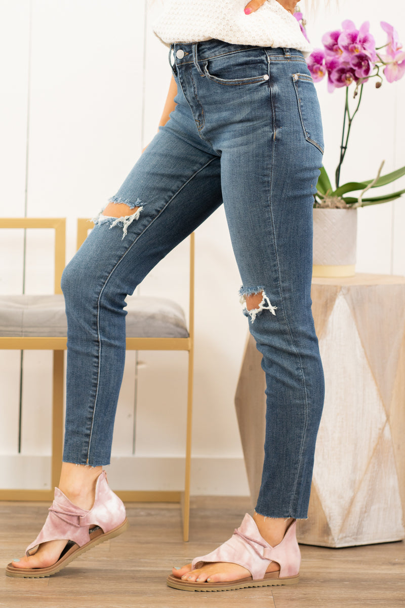 "KanCan Jeans Collection: Spring 2021 Color: Medium Blue Cut: Relaxed Mom Fit, 27"" Inseam Rise: High-Rise, 10.5"" Front Rise COTTON 90%  POLYESTER 8%  SPANDEX 2% Stitching: Classic Fly: Zipper Style #: KC9198M Contact us for any additional measurements or sizing.  Chloe is 5'8"" and 130 pounds. She wears a size 3 in jeans, a small top and 8.5 in shoes. She is wearing a 25/3 in these jeans."