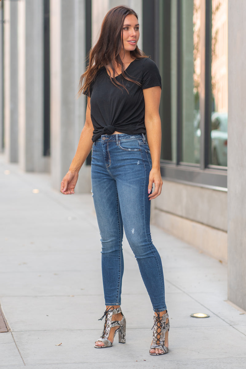 "Hidden Jeans Collection: Fall 2020 Color: Medium Blue Cut: Skinny, 28"" Inseam  Rise: High-Rise, 10.5"" Front Rise 98% Cotton, 2% Spandex Machine Wash Separately In Cold Water Stitching: Classic Fly: Zipper Fly Style #: HD1187H Contact us for any additional measurements or sizing.  Chloe is 5'8"" and 130 pounds. She wears a size 3 in jeans, a small top and 8.5 in shoes. She is wearing a 26/3 in these jeans."