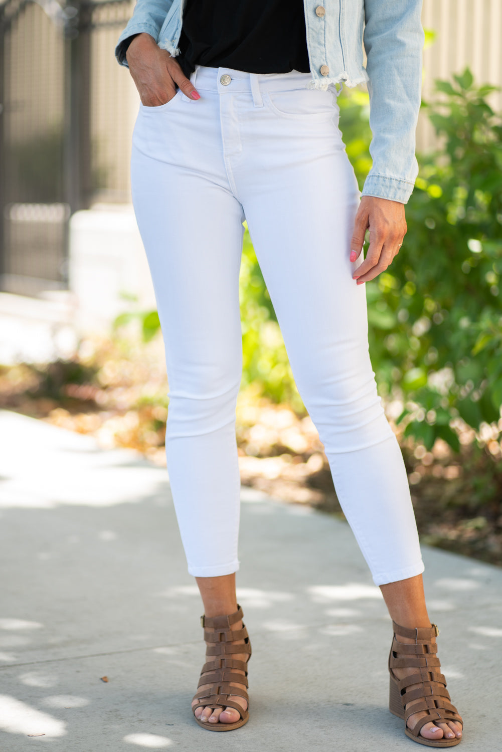 "Flying Monkey Jeans Collection: Summer 2020 Color: Optic White Cut: Ankle Skinny, 27"" skinny Rise: Mid Rise, 8.75"" Front Rise 73% COTTON, 9% RAYON, 16% POLYESTER, 2% SPANDEX Machine Wash Separately In Cold Water Stitching: Classic Fly: Zipper Style #: Y3669 Contact us for any additional measurements or sizing."