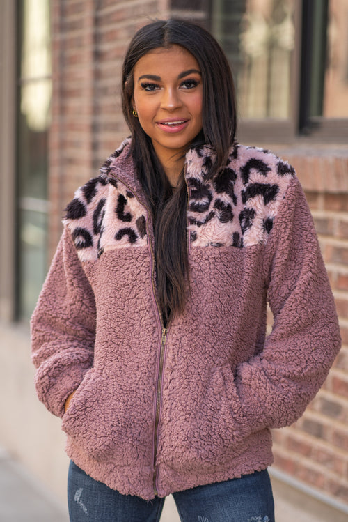 "Hem & Thread   Feel your inner animal in this leopard print sherpa zip up jacket. Pair with a great boyfriend denim in heels for a trendy fun look.  Collection: Fall 2020 Color: Leopard Print, Mauve Neckline: Collard  Sleeve: Long 100% POLYESTER Style #: 30156F-LEOPARD Contact us for any additional measurements or sizing.  Layla is 5'9"" and wears a size 2 in jeans, small top and an 8 in shoes. She is wearing a size small in this jacket."