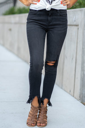 "Hidden Jeans Collection: Fall 2020 Color: Black Cut: Ankle Skinny, 27"" Inseam  Rise: High-Rise, 9"" Front Rise 65% Cotton / 21% Rayon / 13% Poly / 1% Spandex Machine Wash Separately In Cold Water Stitching: Classic Fly: Zipper Style #: HD7478-BLK Contact us for any additional measurements or sizing.  Haley is 5'6"" and wears size 25 in jeans, a small top and 7.5 in shoes. She is wearing a 25 in these jeans."