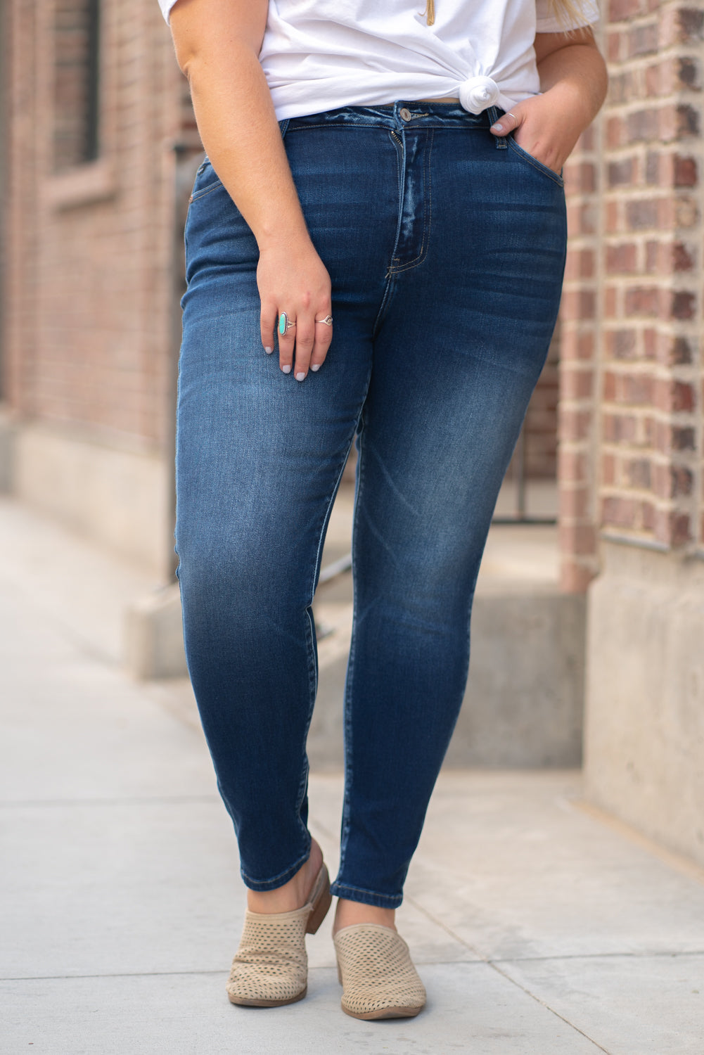 "KanCan Jeans  Collection: Core Style Color: Dark Wash Cut: Skinny, 28"" Inseam Rise: High-Rise, 10"" Front Rise 4.9% COTTON 3.8% POLYESTER 1.3% SPANDEX Fly: Zipper  Style #: KC7342D-PL Contact us for any additional measurements or sizing.   Victoria is wearing a 2XL in these jeans."