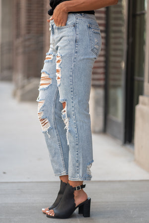 "Hidden Jeans Collection: Fall 2020 Color: Light Blue Wash Cut: Relaxed Boyfriend Mom Fit, 27: Inseam Rise: High-Rise, 10.5"" Front Rise Material: 100% Cotton Machine Wash Separately In Cold Water Stitching: Classic Fly: Zipper Style #: HD1980BF-LT Contact us for any additional measurements or sizing.  Taylor is 5'7"" and wears a size 3 in jeans, small top and an 8.5 in shoes. She is wearing a size 25/3 in these jeans."