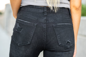 "VERVET by Flying Monkey Jeans Collection: Fall 2020 Name: Wonderland Cut: Ankle Skinny, 27"" Inseam Rise: Mid Rise, 9"" Front Rise 60%COTTON, 26%POLYESTER, 11.3%VISCOSE, 2.7%LYCRA Machine Wash Separately In Cold Water Stitching: Classic Fly: Zip Fly Style #: VT904 Contact us for any additional measurements or sizing.  Haley is 5'6"" and wears size 25 in jeans, a small top and 7.5 in shoes. She is wearing a 25 in these jeans."
