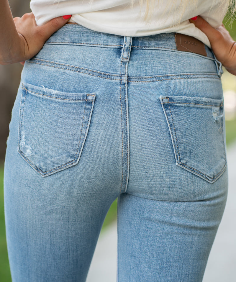 "Hidden Jeans Collection: Fall 2020 Color: Light Blue Wash Cut: Ankle Skinny, 27"" Inseam Rise: High-Rise, 10.5"" Front Rise Material: 93% Cotton / 5% Poly / 2% Span Machine Wash Separately In Cold Water Stitching: Classic Fly: Zip Style #: HD1993H-LT Contact us for any additional measurements or sizing.  Haley is 5'6"" and wears size 25 in jeans, a small top and 7.5 in shoes. She is wearing a 25 in these jeans."