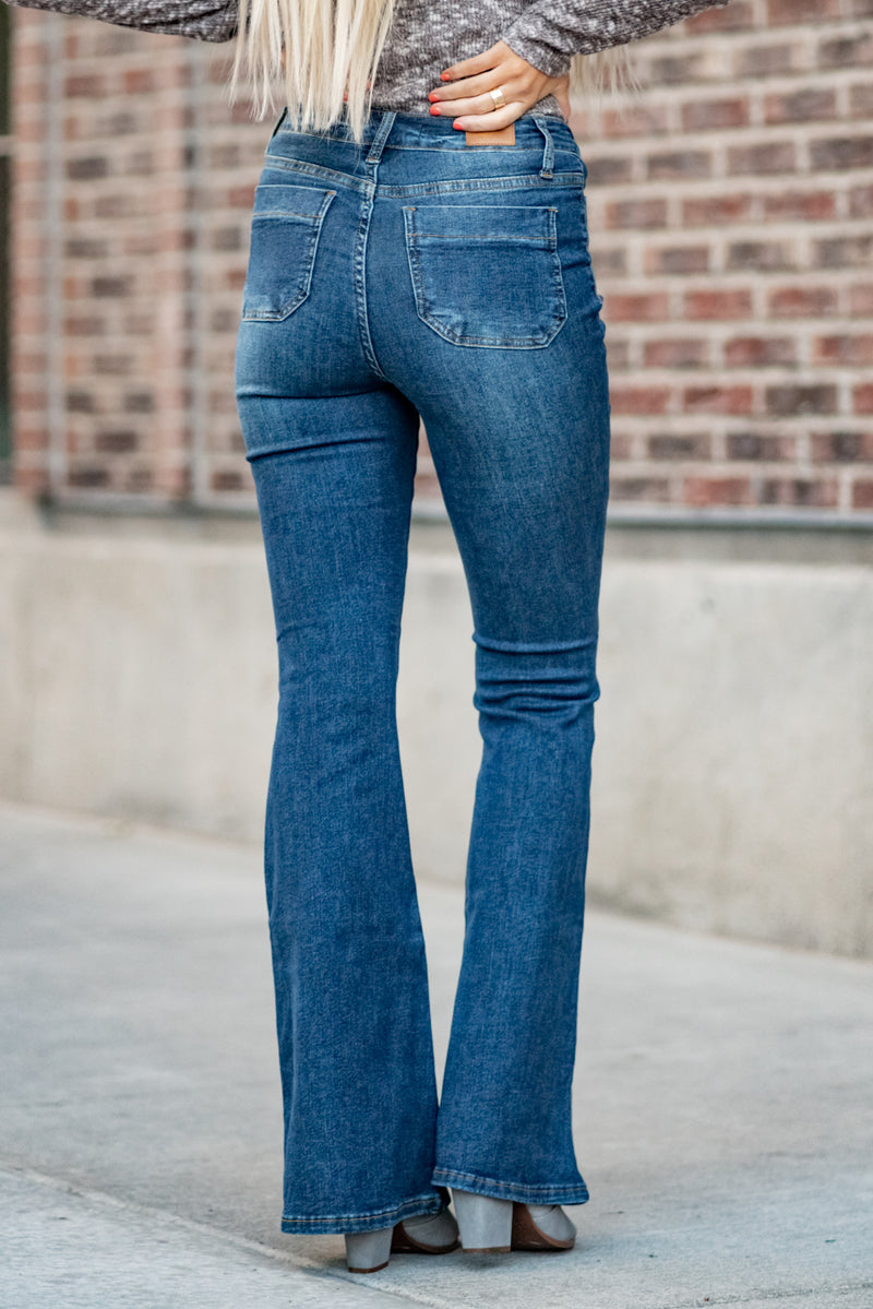 "Judy Blue Collection: Fall 2020 Color: Dark Wash Cut: Flare, 33.5"" Inseam Rise: High Rise, 11"" Front Rise  90.9% COTTON / 7.8% POLYESTER / 1.3% SPANDEX Machine Wash Separately In Cold Water Stitching: Classic Fly: Zipper Style #: JB84146 , 84146 Contact us for any additional measurements or sizing.  Haley is 5'6"" and wears size 3 in jeans, a small top and 7.5 in shoes. She is wearing a 25 in these jeans."