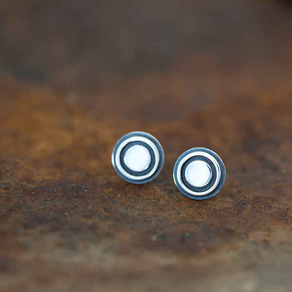 9.5mm Silver Bullseye Stud Earrings, Unisex - CookOnStrike