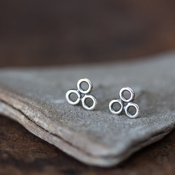 Contemporary Geometric Circle Cluster Stud Earrings, 6mm