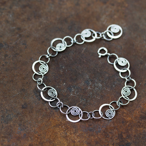 Spiral in a Circle - Hammered links chain bracelet, Sterling silver - CookOnStrike
